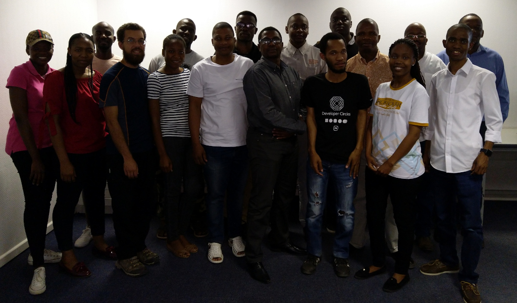 Group photo of learners, helpers and instructors.